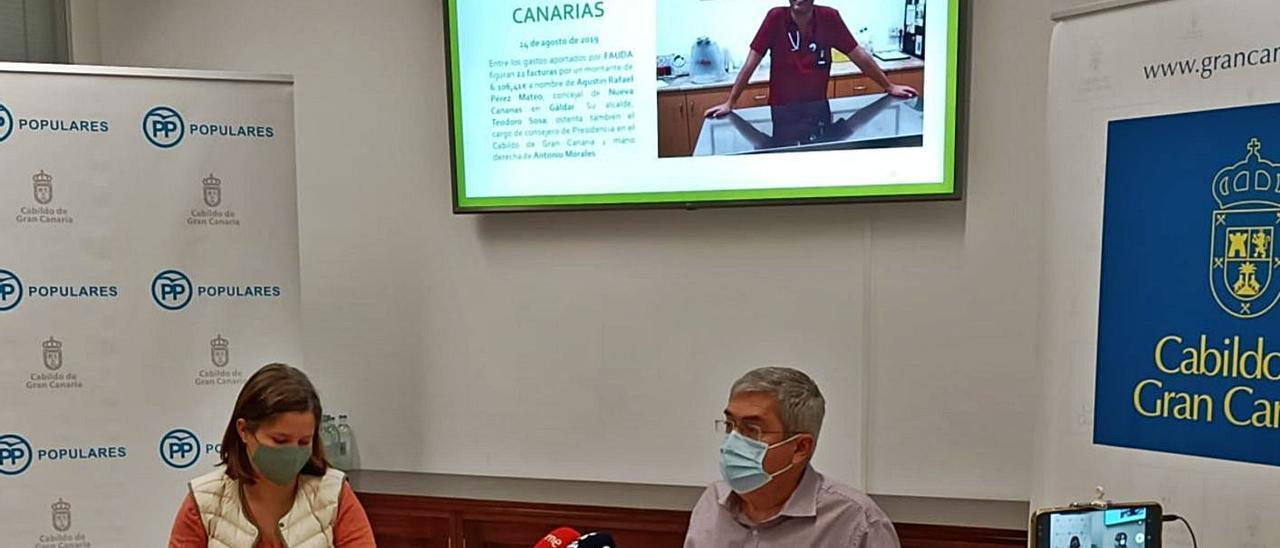 Aurora del Rosario y Marco Aurelio Pérez, ayer durante la rueda de prensa en el  Cabildo.     LP/DLP