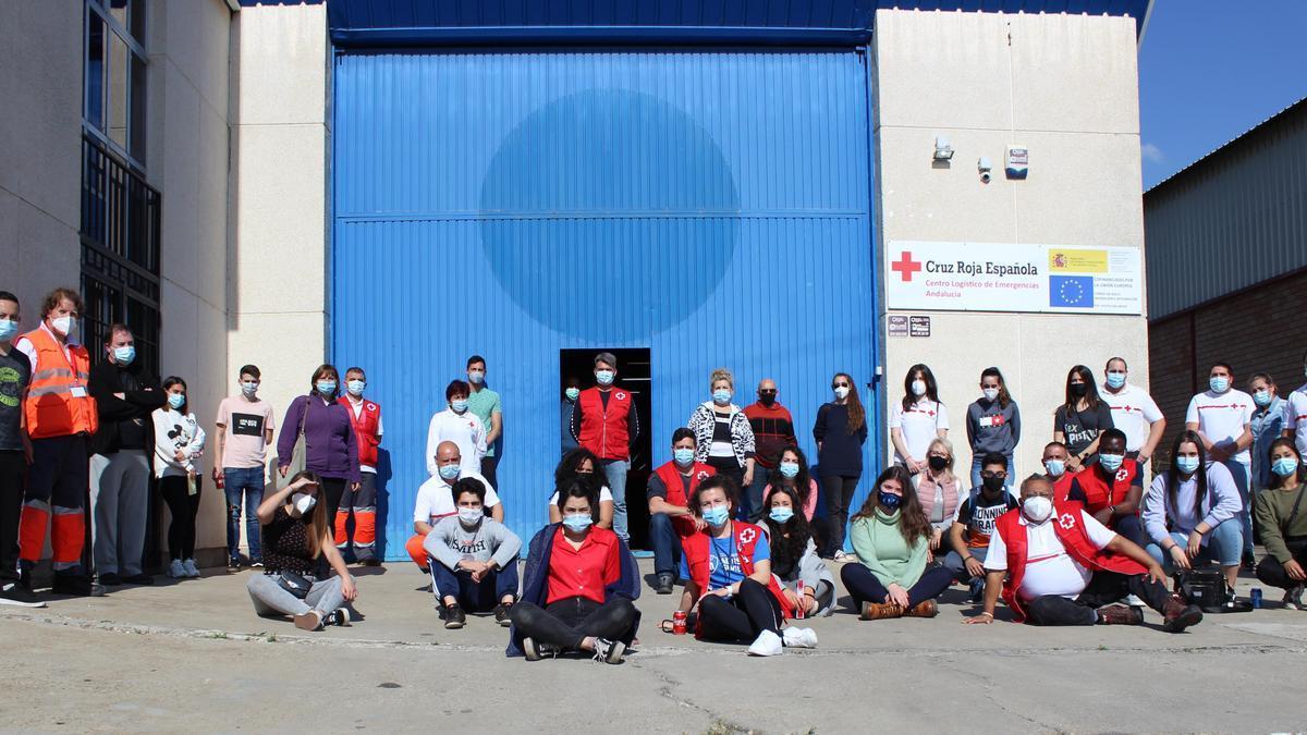 Equipo de voluntarios de Cruz Roja para los Patios de Córdoba 2021.