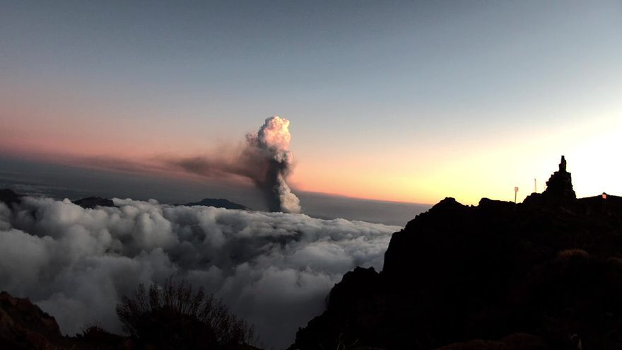 El volcán de La Palma, visto desde el Observatorio del Roque de los Muchachos