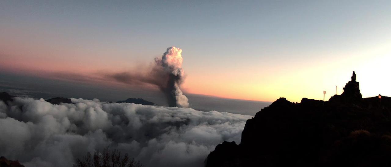 La ceniza del volcán de La Palma provoca el cierre de los telescopios del Roque de los Muchachos