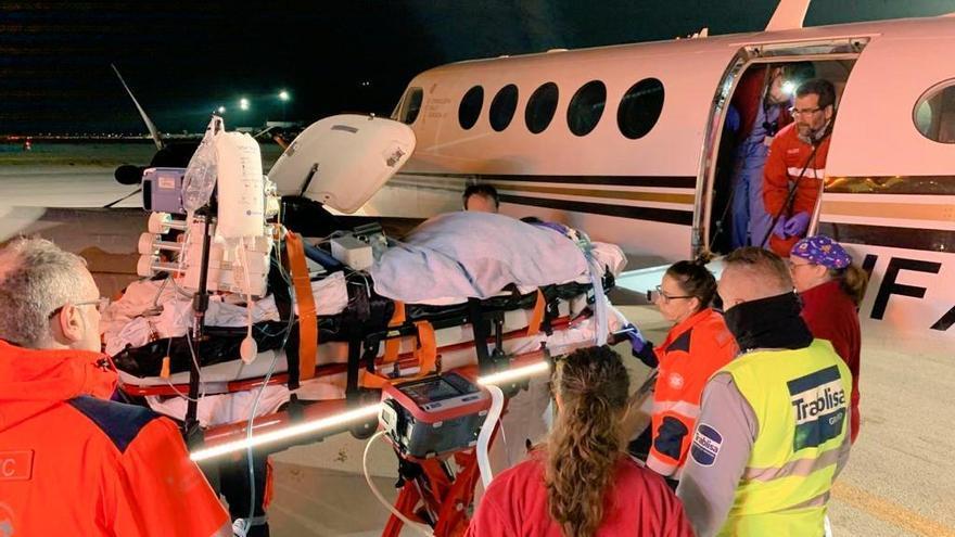 Trasladado de Ibiza a Barcelona un paciente con oxigenación extracorpórea