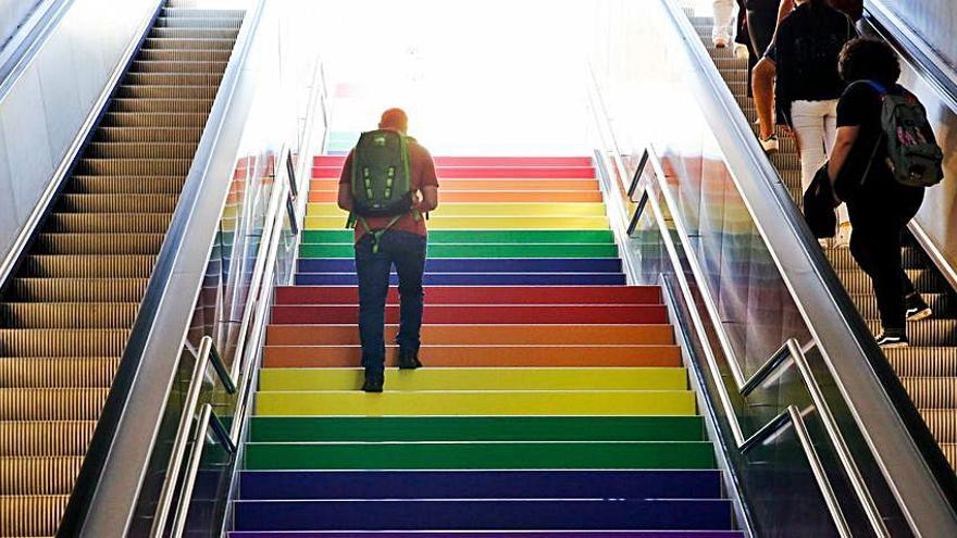 Las escaleras LGTBI vuelven al TRAM de Luceros de forma permanente