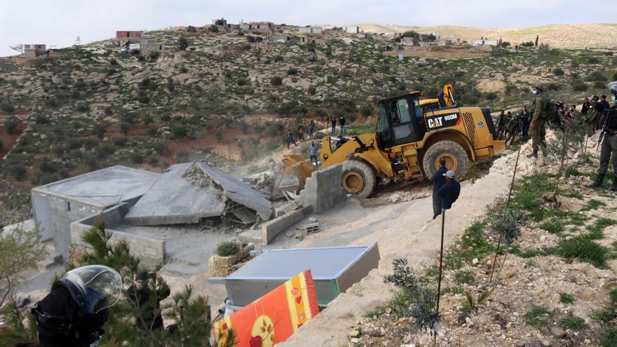 Un palestino muere y más de 200 resultan heridos al enfrentarse a fuerzas israelíes en Cisjordania