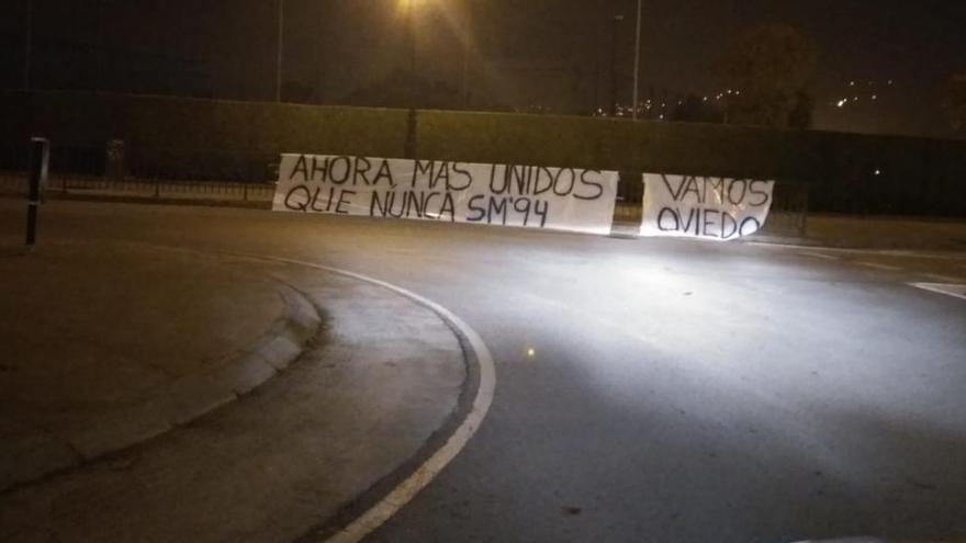 Pancartas de apoyo al Oviedo para el partido clave ante Osasuna en el Tartiere