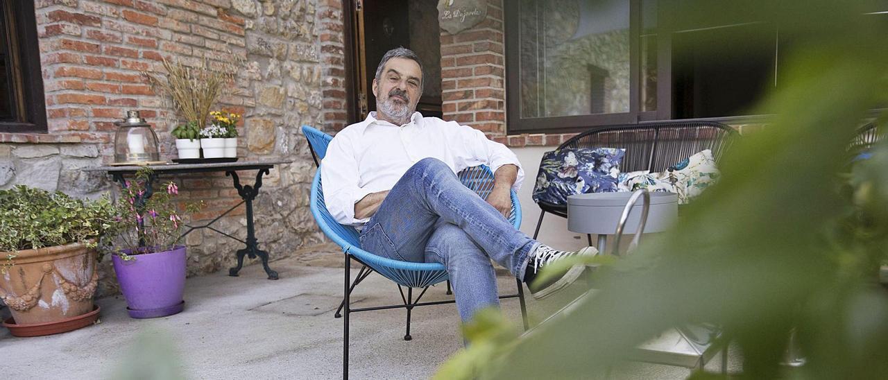 Julio Rey, en su casa de Purón (Llanes). | Miki López