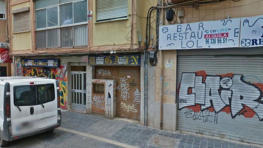 El 75 % de locales baja la persiana en Orriols por la delincuencia