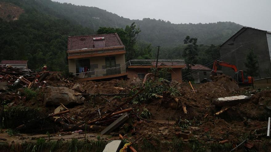 Casas colapsadas por el corrimiento de tierras en Hubei.