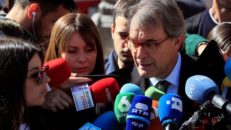 El Constitucional avala la condena de Mas por el 9N