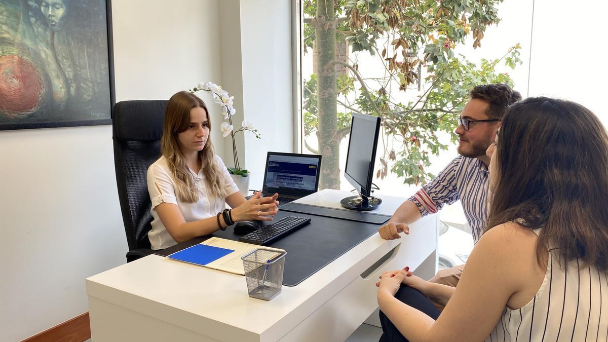 El despacho 'Canarias Sin Deuda' trabaja con clientes de todo el Archipiélago, tanto  de forma presencial como online.