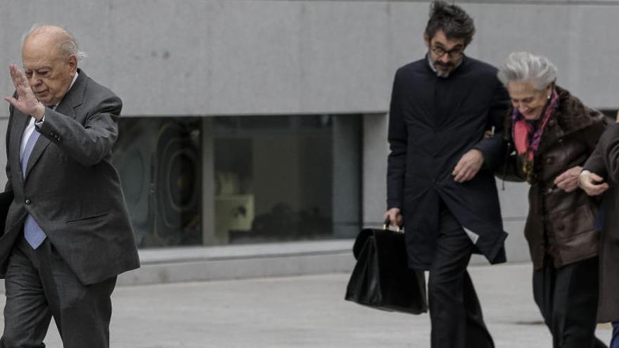 El juez investiga el traspaso de fondos de la cuenta suiza de los Pujol