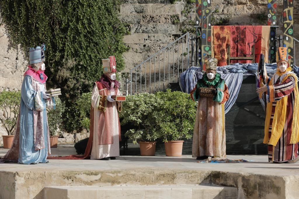 """Las copas de Francina y la """"fuga"""" del rey emérito, protagonistas de la 'Adoració dels Reis'"""
