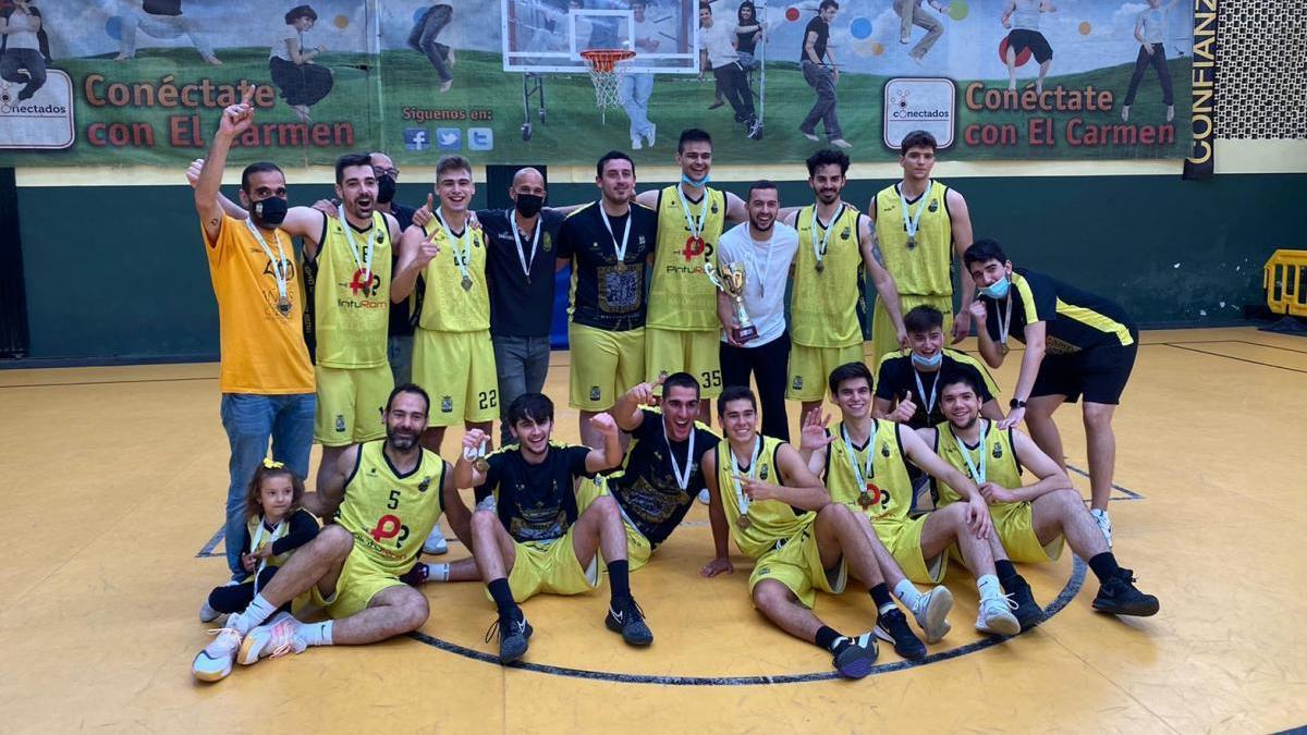 El Colegio Virgen del Carmen celebra la victoria en la final de la pasada liga provincial.