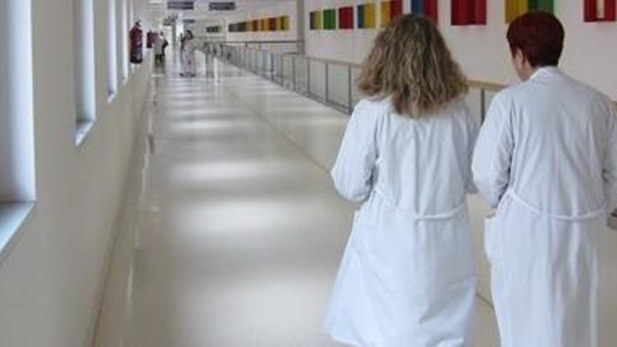 Gobierno y comunidades acuerdan retrasar la edad de jubilación de los médicos