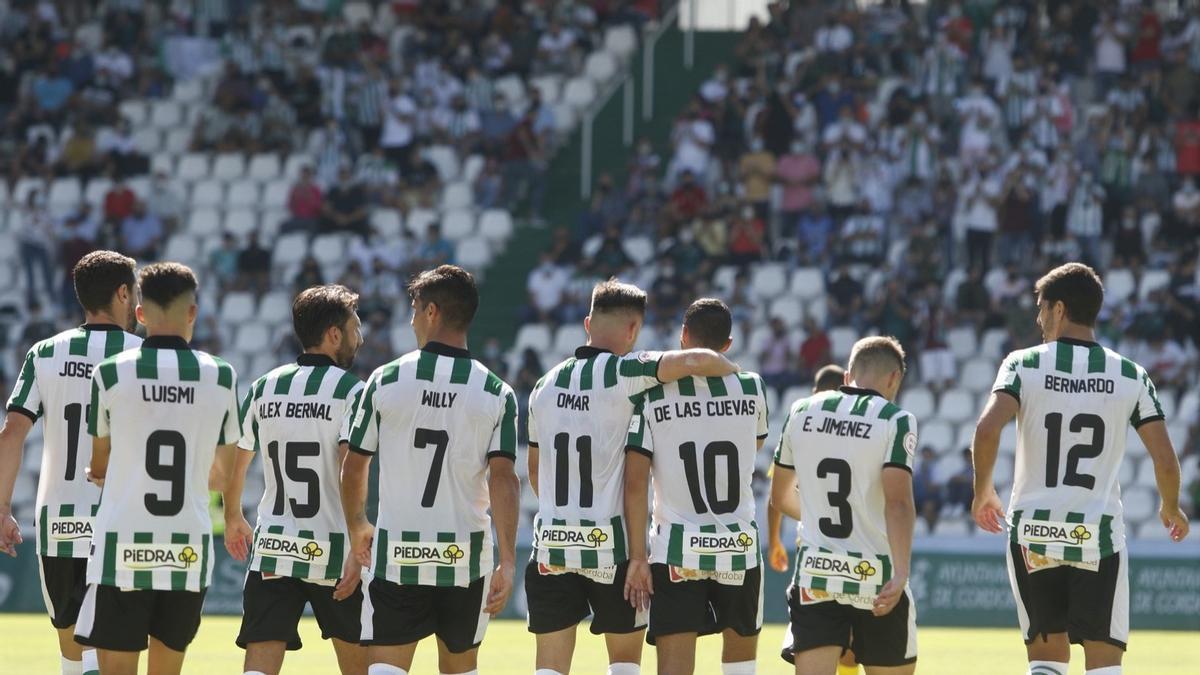 Jugadores del Córdoba tras un gol en el partido ante el San Fernando en El Arcángel.