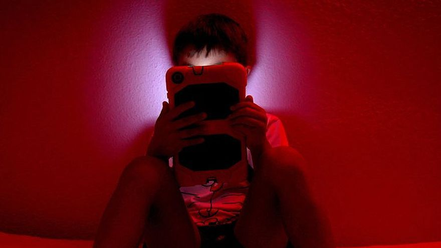 ¿Cómo saber si mi hijo es un adicto a la pantalla del móvil?
