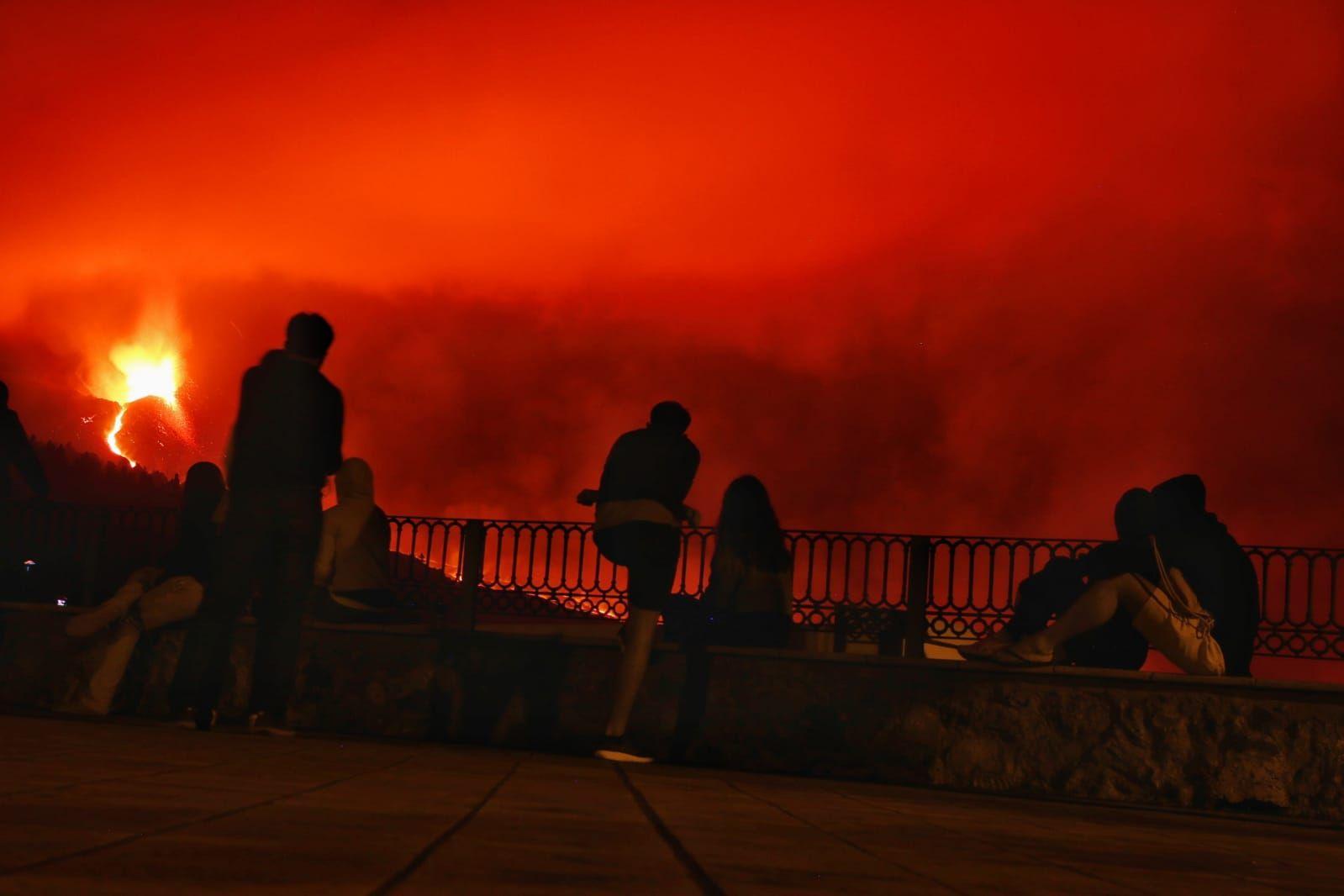 La lava arrasa Callejón de La Gata, Todoque y el polígono industrial