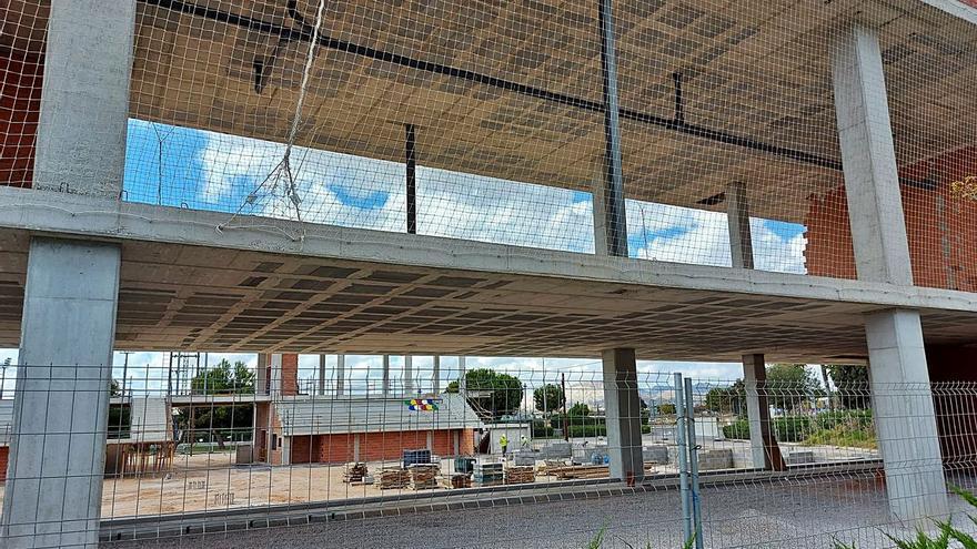 San Vicente tendrá que parar la obra del pabellón para incluir el dinero del sobrecoste en la actuación