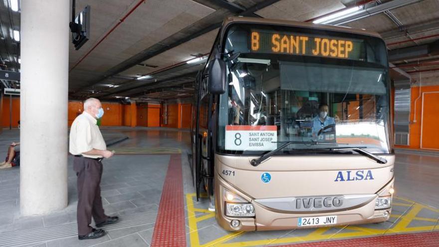 Un total de ocho líneas de autobús se verán afectadas este sábado por la Ibiza Marathon 2021