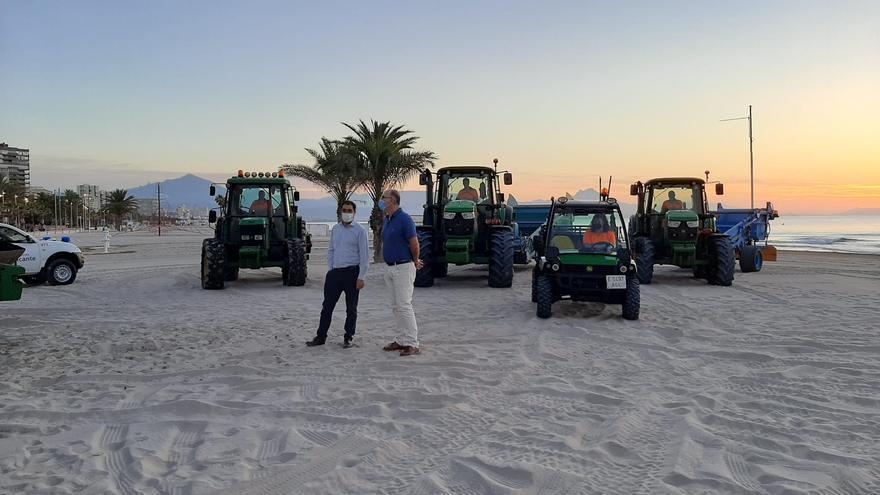 Alicante amplía el dispositivo de limpieza de playas y costas hasta mitad de octubre
