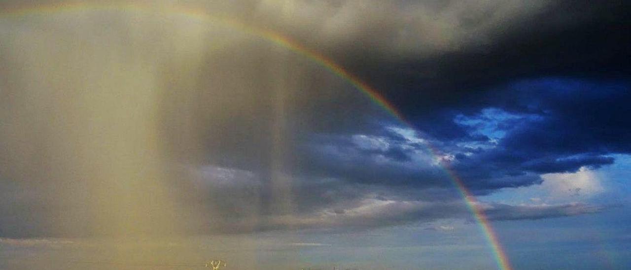 Las tormentas del lunes dejaron estampas impresionantes en la provincia como este arcoíris captado en Crevillent.