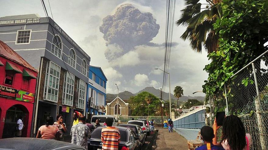 La nube de ceniza del volcán caribeño de San Vicente se acerca a Canarias