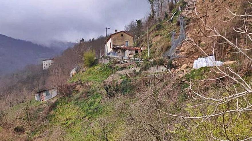 La reparación del argayo de La Cuesta de los Valles acabará en mayo