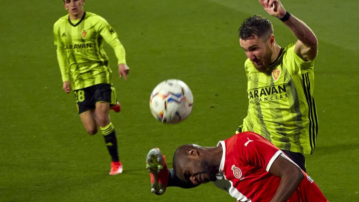 Peybernes despeja un balón en el partido ante el Girona.