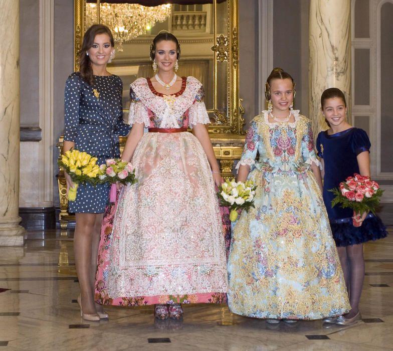En la proclamación, el relevo: Pilar y Ariadna concluyen su ciclo y dan paso a Laura y Carmen.
