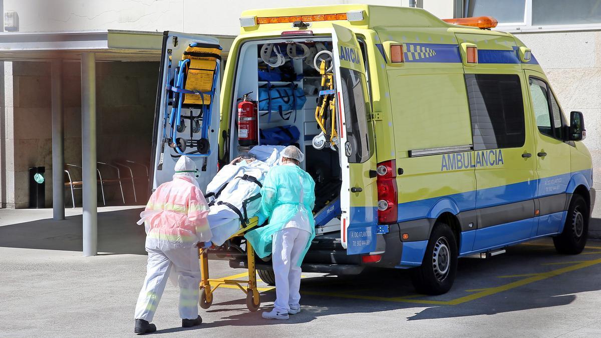 Trasladan a un paciente de Covid-19 en ambulancia