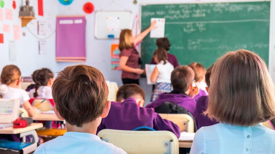 Educación crea bolsas de interinos ante las bajas causadas por el covid