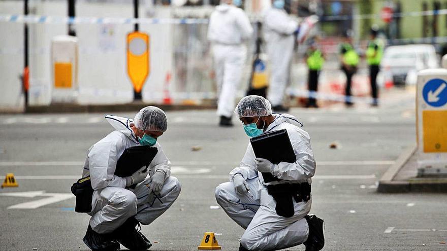 Un mort i set ferits en diversos apunyalaments a Birmingham
