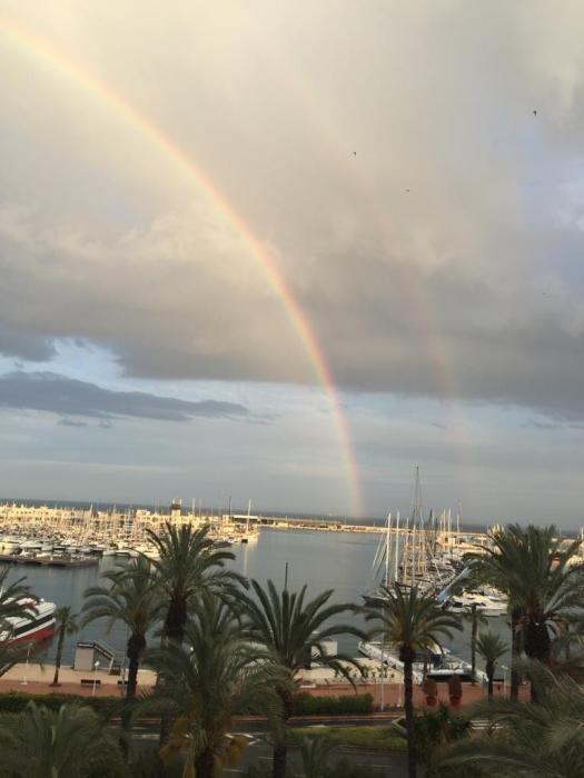 Tras la tormenta, un gigantesco arco iris.
