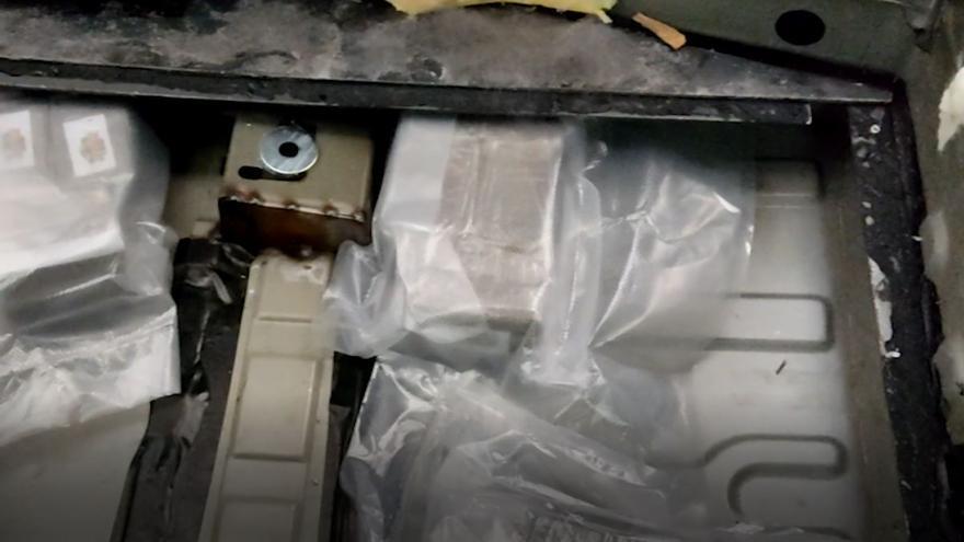 Detenido en Mijas un conductor que ocultaba casi 15 kilos de hachís en un doble fondo