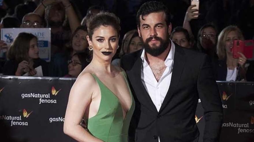 Mario Casas y Blanca Suárez, pillados besándose