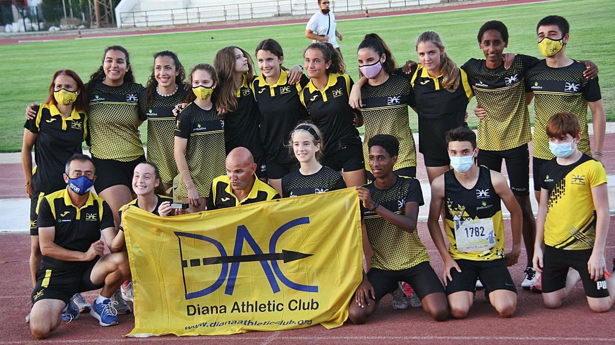 Representación del Diana Athletic Club durante el Campeonato de Balears Sub-16.   P.B.