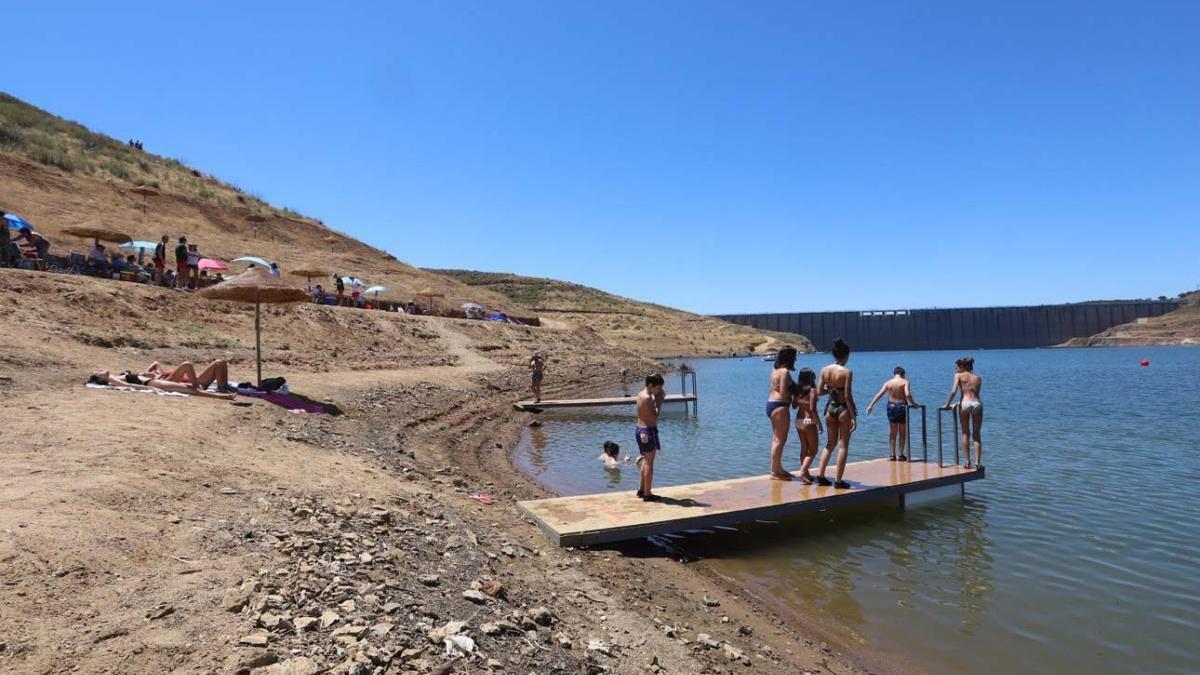 Almodóvar del Río limita el baño en La Breña y prohíbe el botellón tras el brote de coronavirus en Córdoba