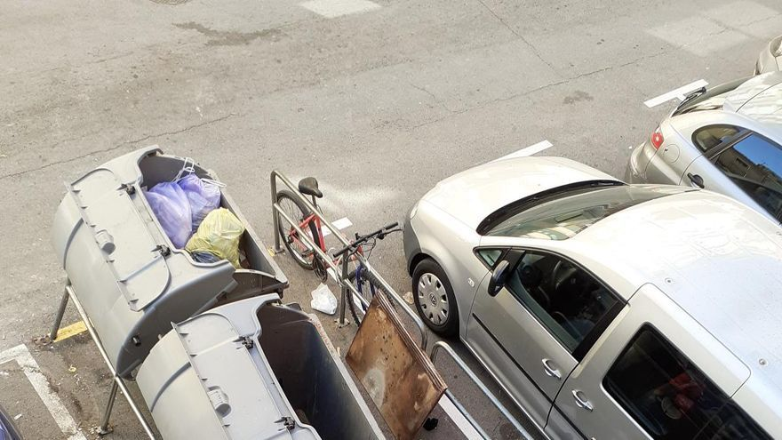 Queixes al carrer Magnet  perquè hi ha qui utilitza el vial com si fos un abocador