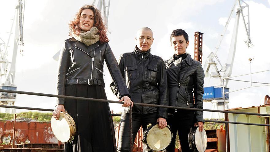 """""""O raro é que Galicia non estea chea de pandereteiras compositoras, falta autoestima"""""""