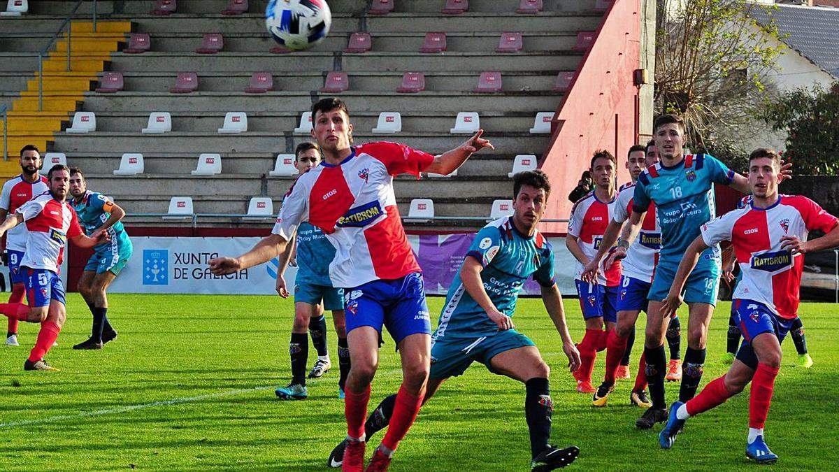 El Arosa regresa a A Lomba para medirse a la UD Ourense. |  // IÑAKI ABELLA
