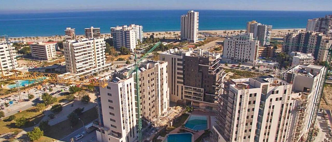 Construcción de viviendas en la playa de San Juan.