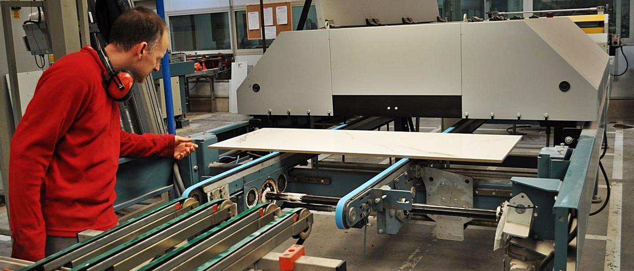 La industria azulejera española es la segunda productora del mundo. | DANIEL LLORENS