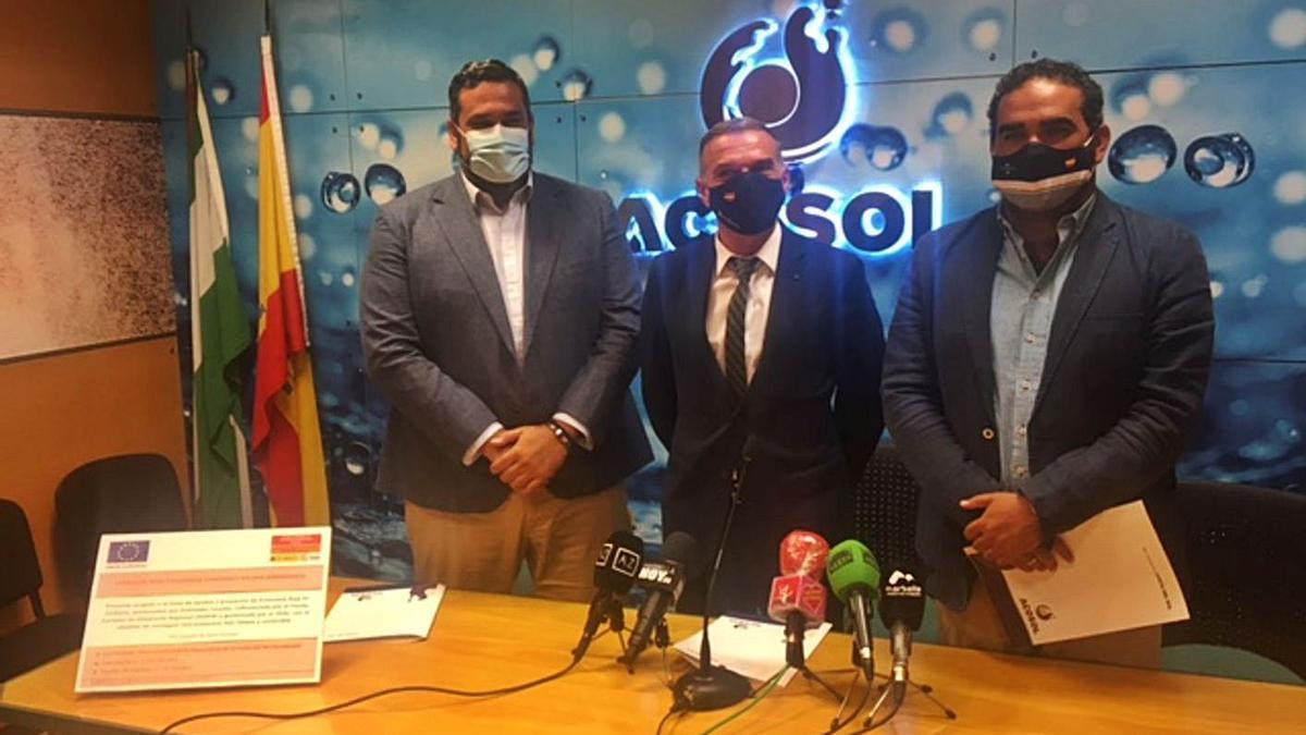 Carlos Cañavate, José Antonio Mena y Manuel Cardeña, ayer, en la sede de Acosol