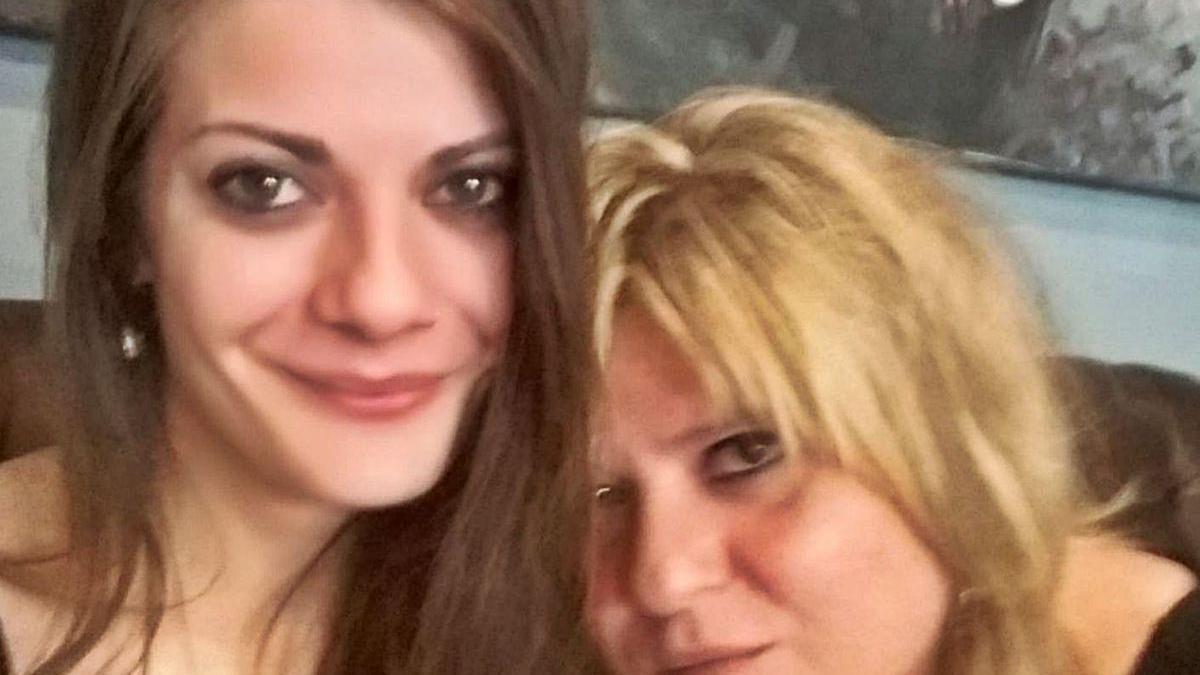 Belén Vázquez, con su hija Nerea Añel, desaparecida desde enero.