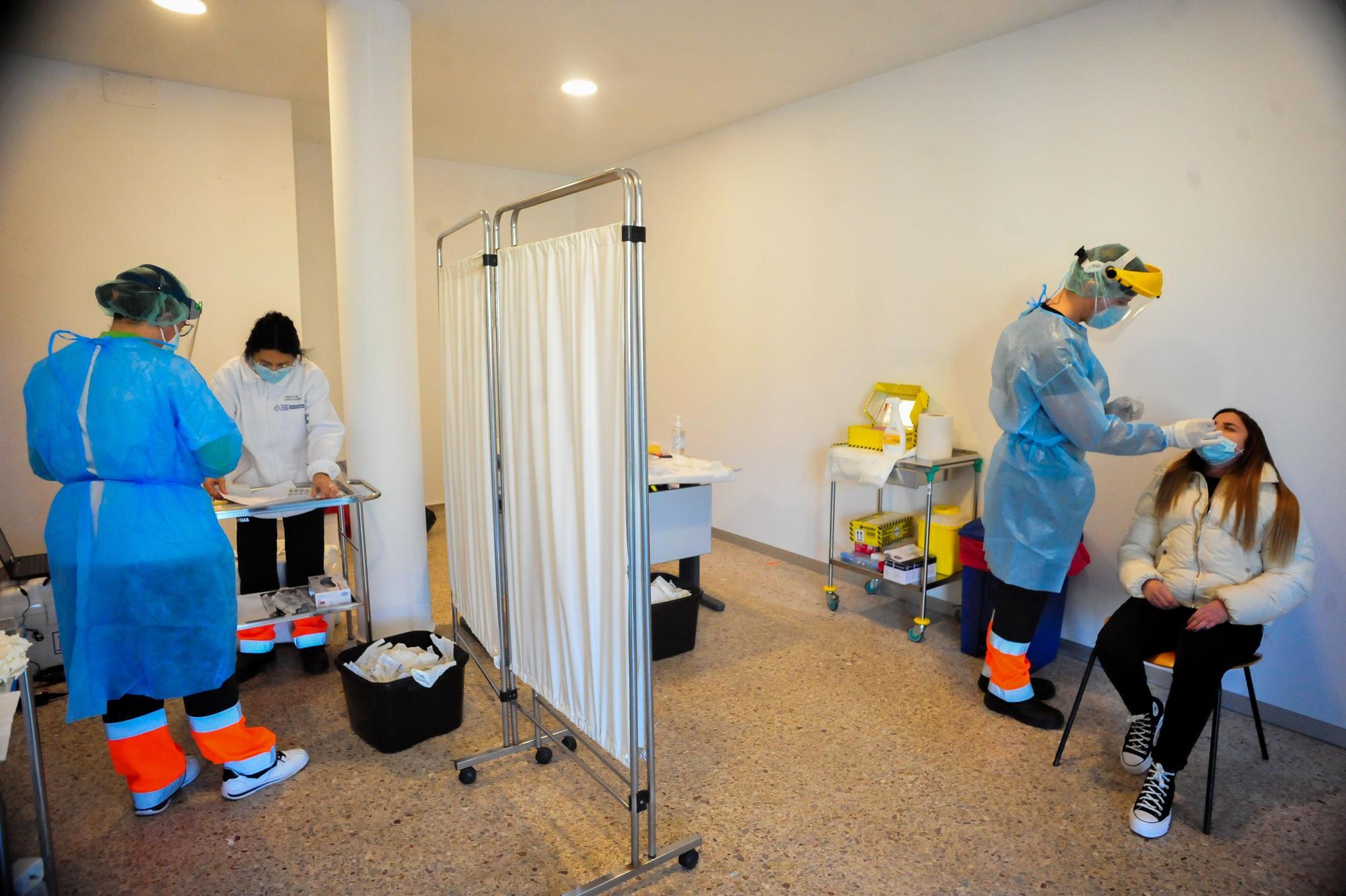 Respuesta masiva en A Illa al cribado con PCR por el aumento de contagios