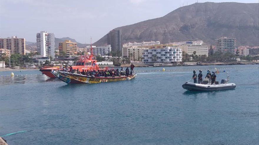 Rescatan un cayuco con 15 migrantes al sur de Tenerife