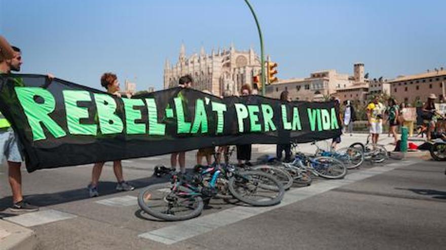 Extinction Rebellion ruft auf Mallorca zum Boykott des Black Friday auf