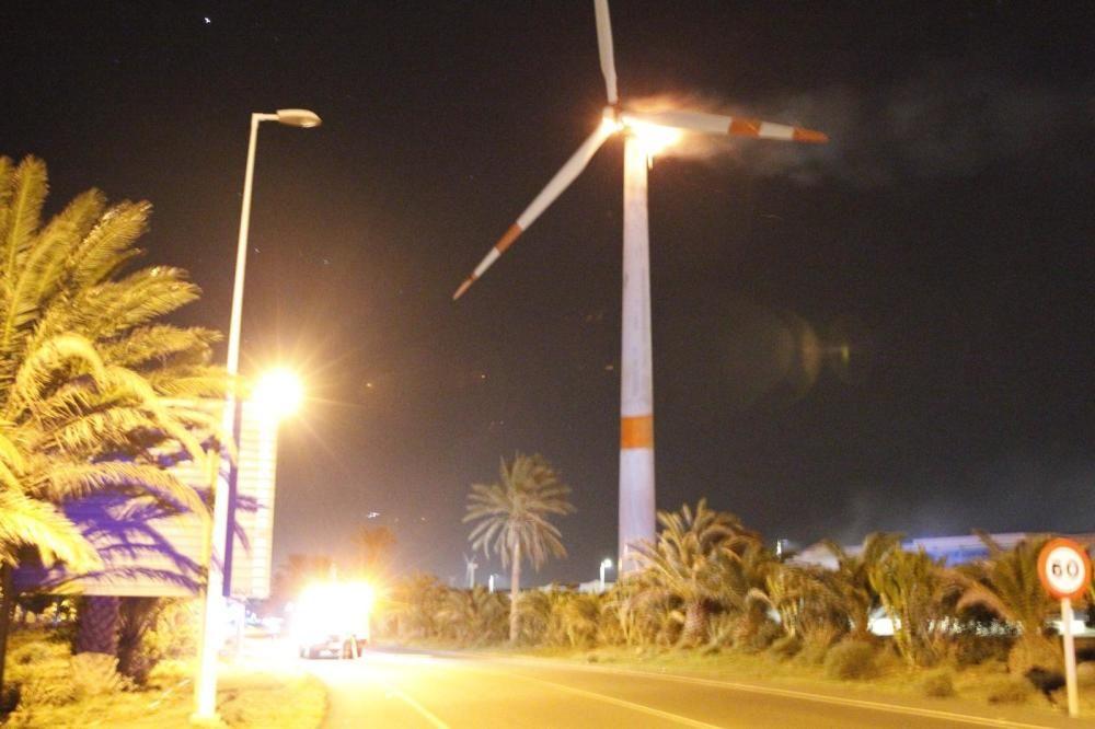 Incendio de un aerogenerador en Arinaga