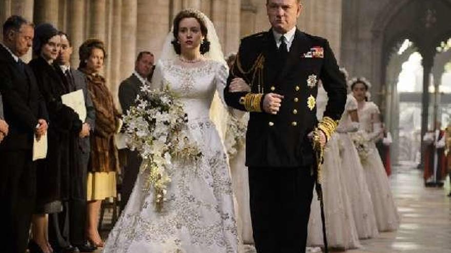"""The Crown"" enseña sus trajes"