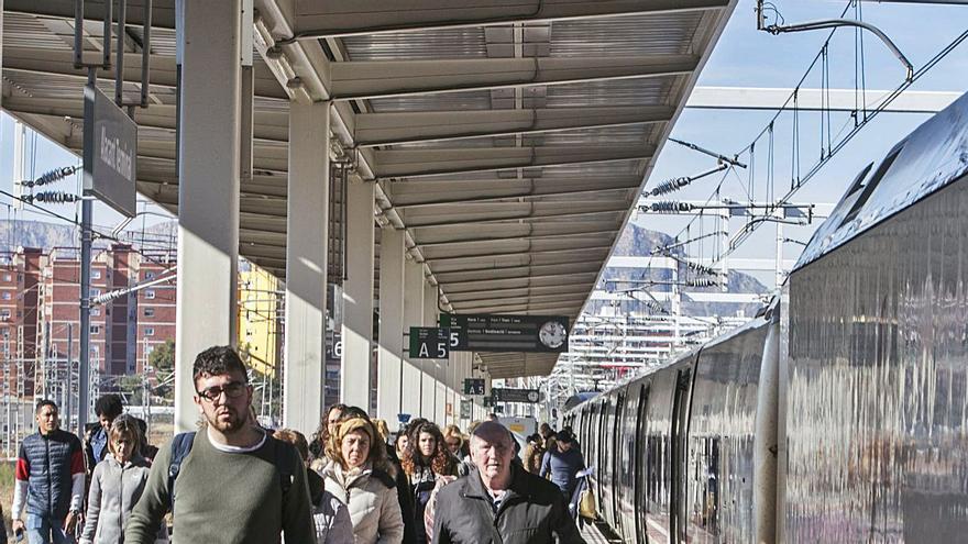 El Corredor Mediterráneo sigue sin todos los trenes previos a la pandemia más de un año después
