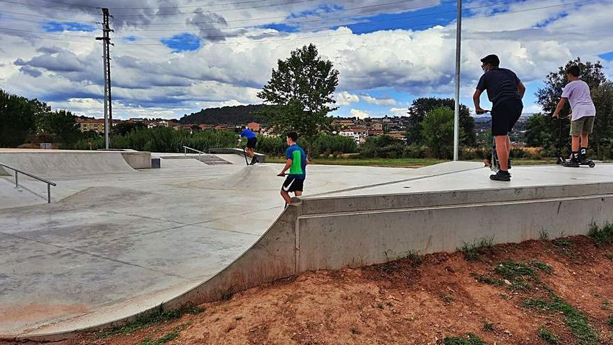 Sant Fruitós ofereix als joves classes d'iniciació a l'skate